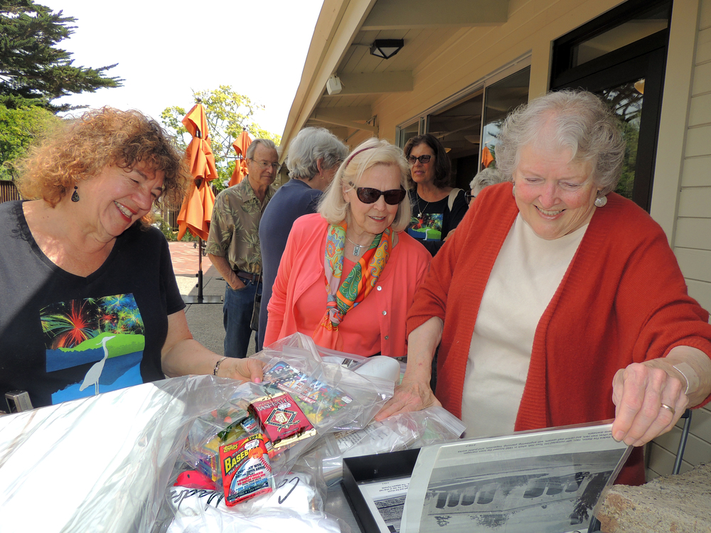 (L-R) PATI STOLIAR, JUDY CREASY AND JANA HAEHL LOOKING OVER THE MEMORABILIA