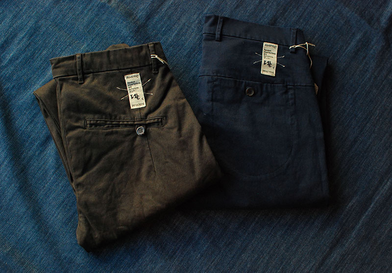 This year we offer men's Novemb3r in two new relaxed, but tailored chinos. Made in Italy.