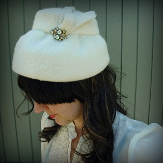 60s+White+Fuzzy+Dress+Hat+002.jpg