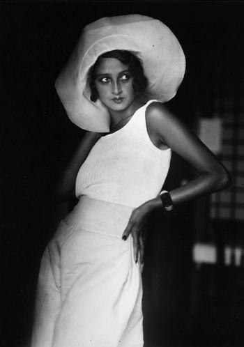 Renee Perle with floppy hat in the 1920s
