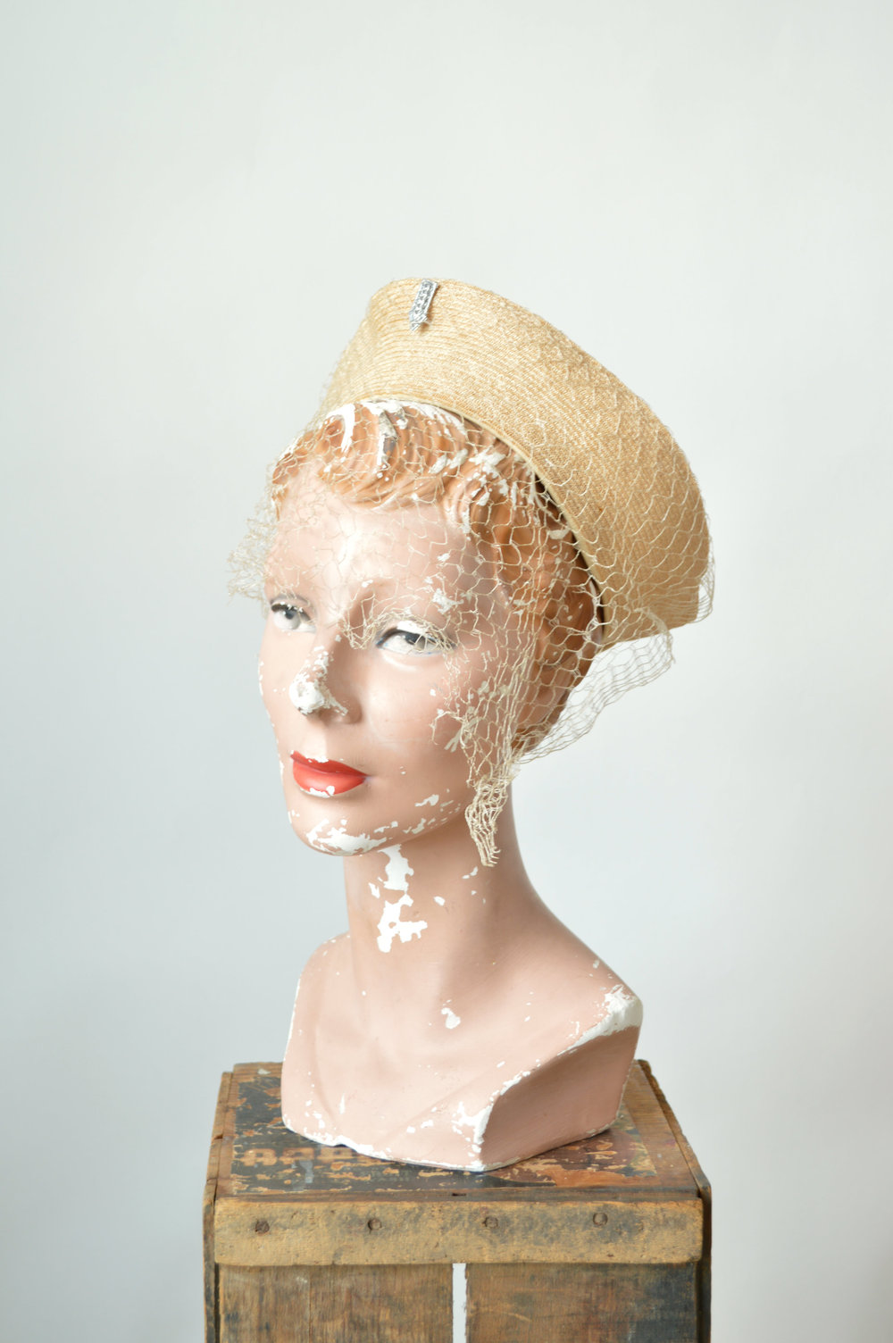 Vintage 40s straw hat with netting