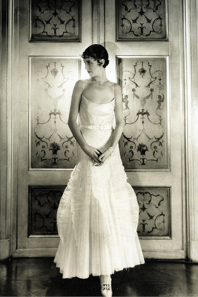 Marion Morehouse in Conde Nast's apartment. Photographed by Cecil Beaton in 1927.
