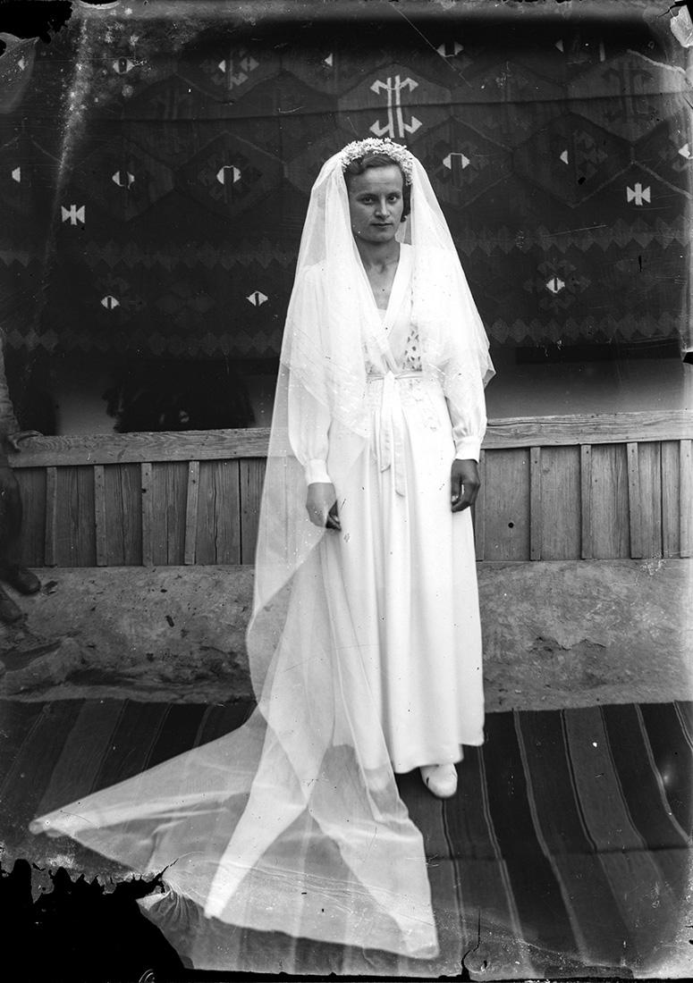 Vintage Romanian bride. Photo by Costica Acsinte.