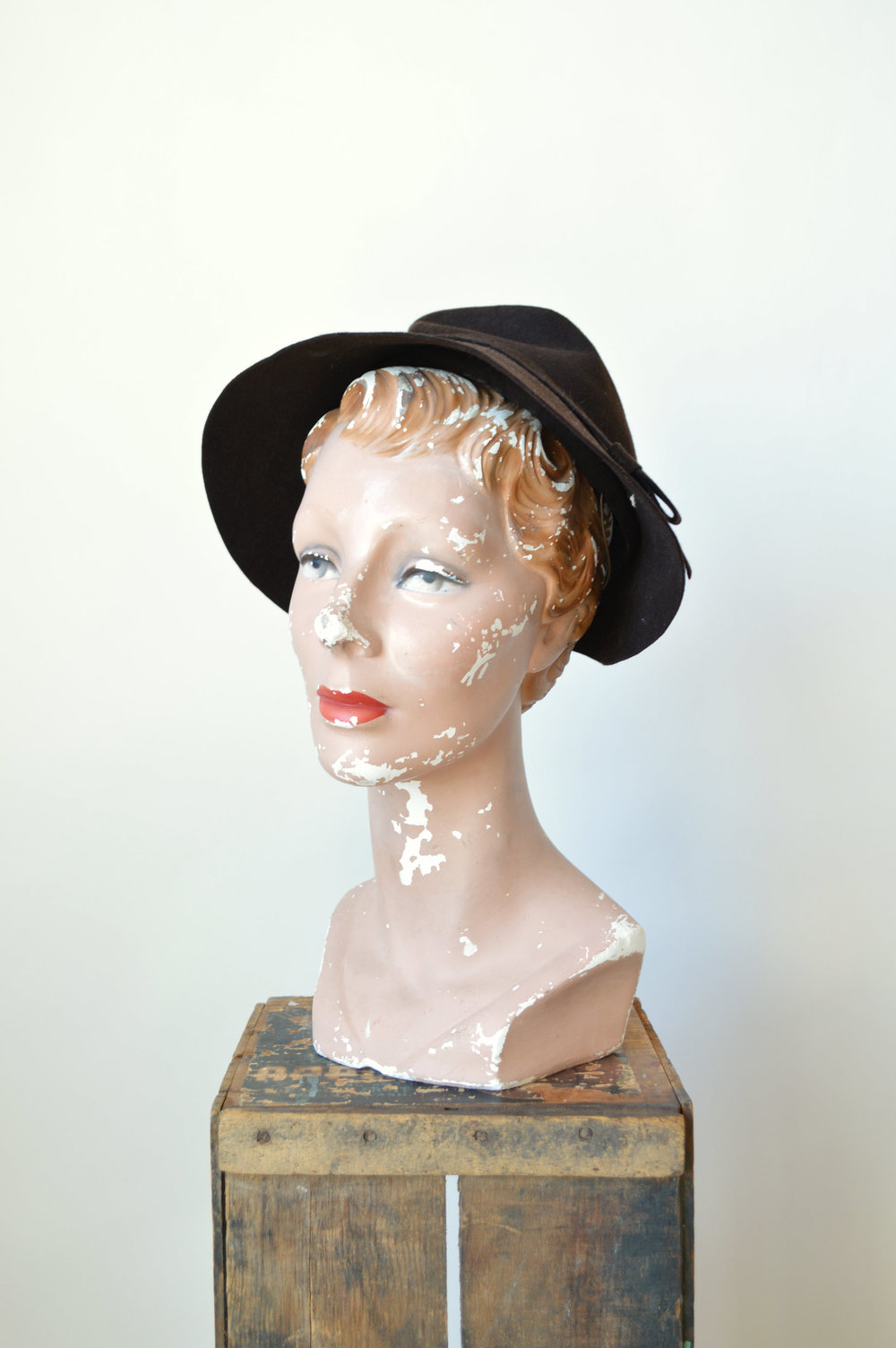 Brown felt 1940s hat by Woolf Brothers.