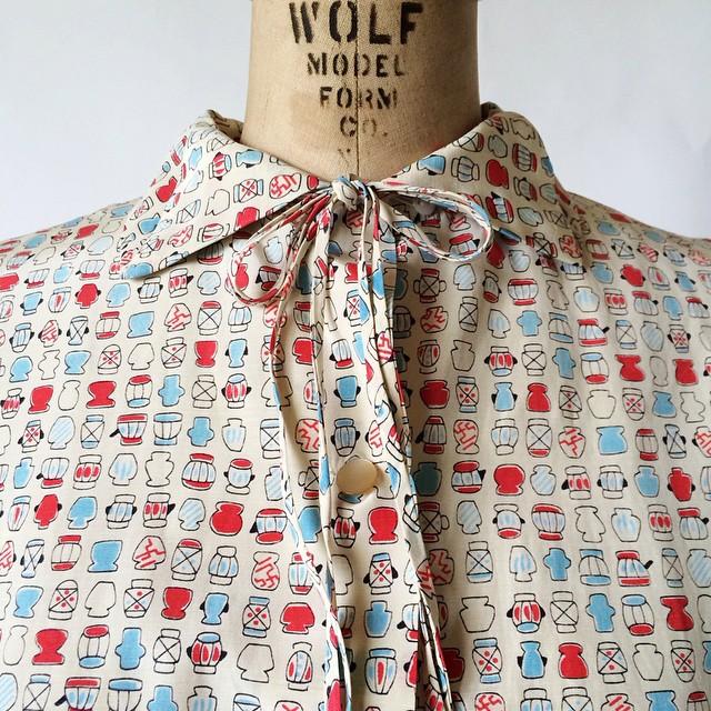 Darling vintage novelty print blouse