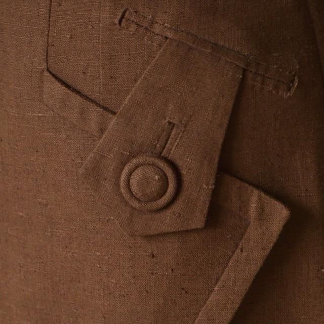 Vintage details on a 1940s skirt.