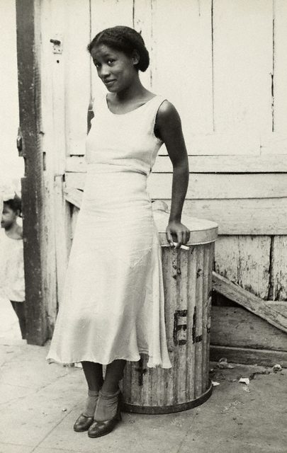 Walker Evans, Woman in a Courtyard, 1933