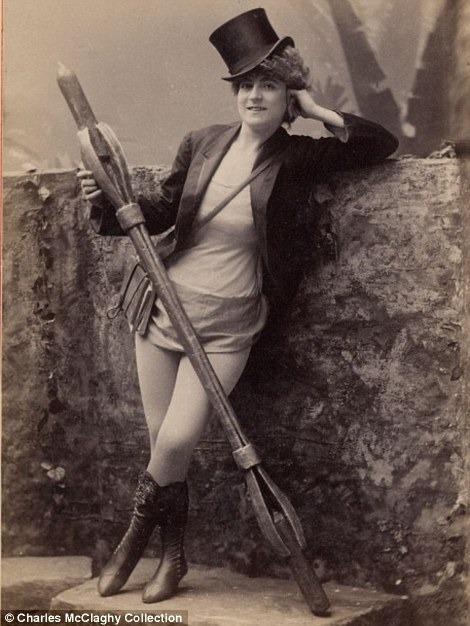 Burlesque performer, 1890s