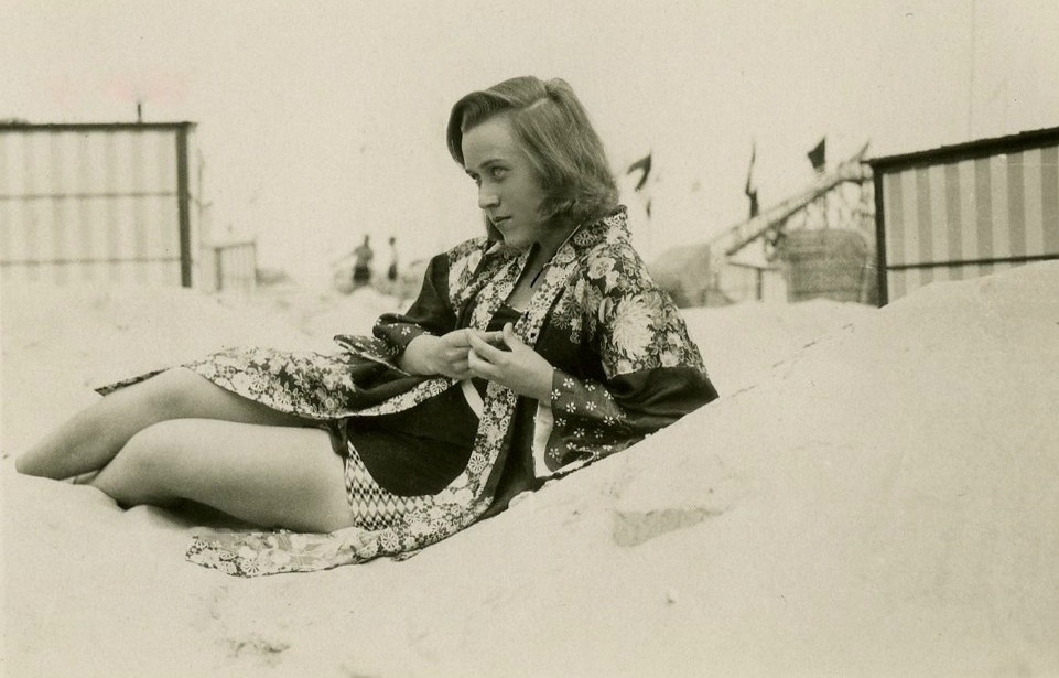 Sur la plage, 1930
