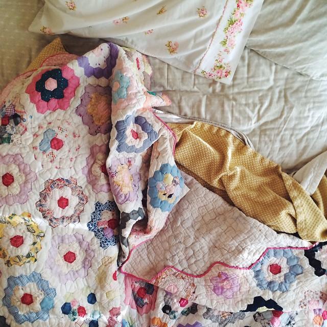 Vintage quilt via @DalenaVintage Instagram