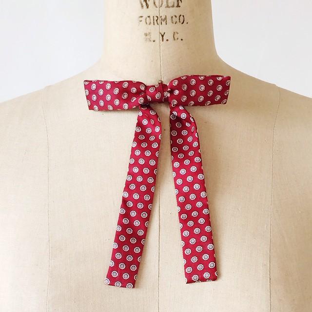 Vintage bow tie via @DalenaVintage Instagram