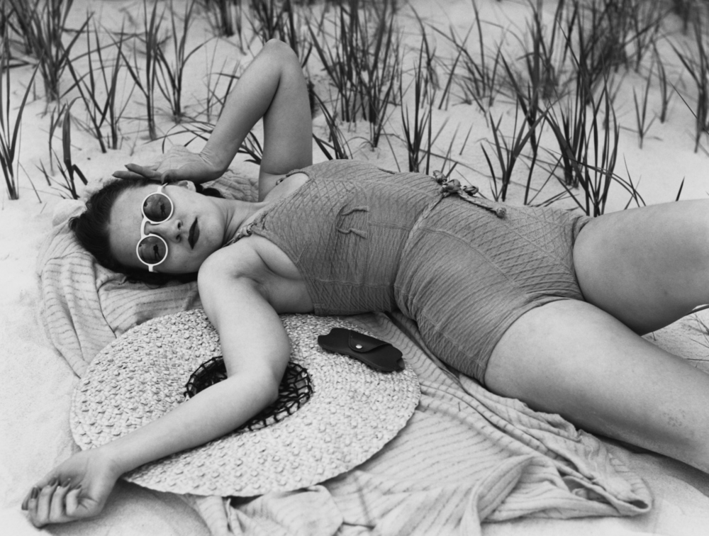 Vintage beach style. Love this 1950's swimsuit paired with the perfect vintage round sunnies.