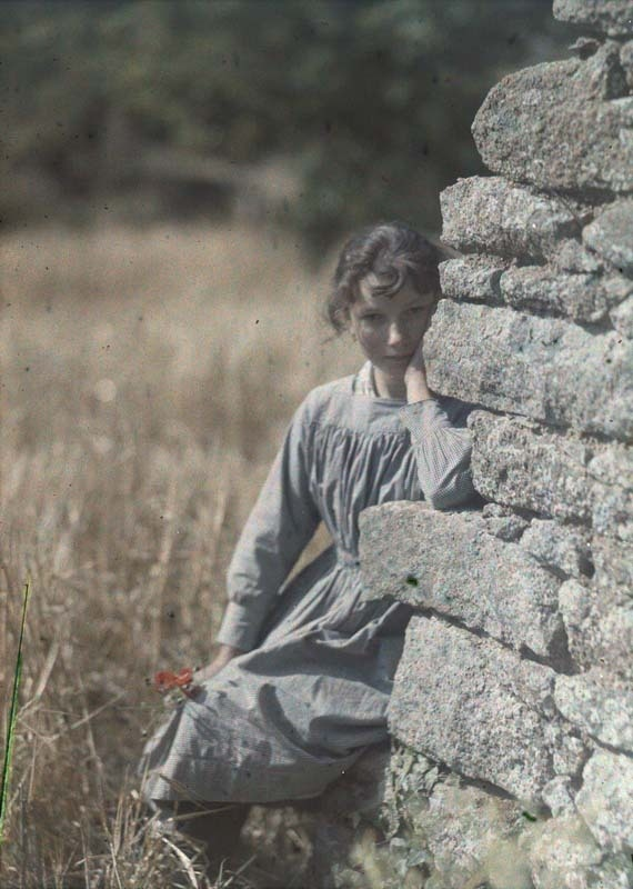 Gustave Gain, Jeune fille accoudée à un mur, date unknown