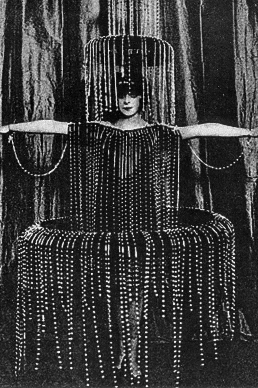 Marchesa Casati in fountain costume