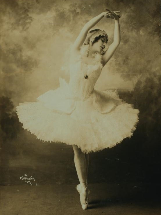 Anna Pavlova costumed as the dying swan