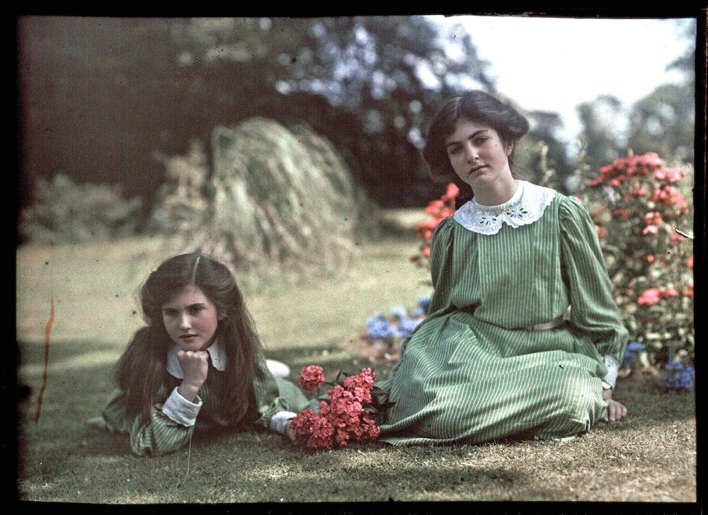 Iris and Janet Laing circa 1914. IMAGE: NATIONAL MEDIA MUSEUM / SCIENCE & SOCIETY PICTURE LIBRARY GETTY IMAGES