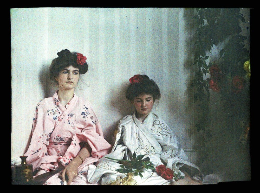 Janet and Iris Laing in Japanese costumes circa 1914. IMAGE: NATIONAL MEDIA MUSEUM / SCIENCE & SOCIETY PICTURE LIBRARY GETTY IMAGES