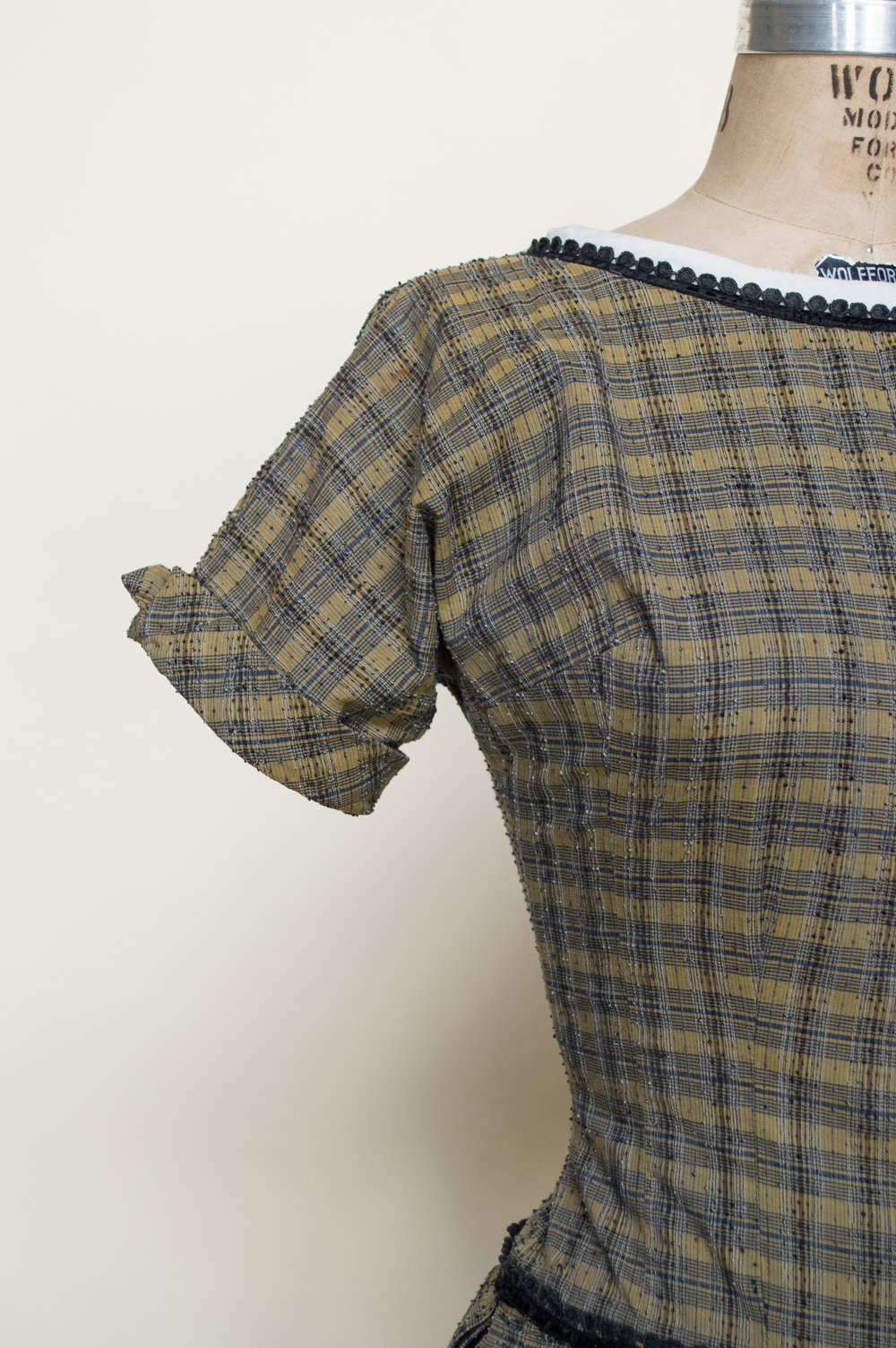 Details on a 1950s plaid day dress from Dalena Vintage, a vintage clothing shop based out of Austin, Texas.