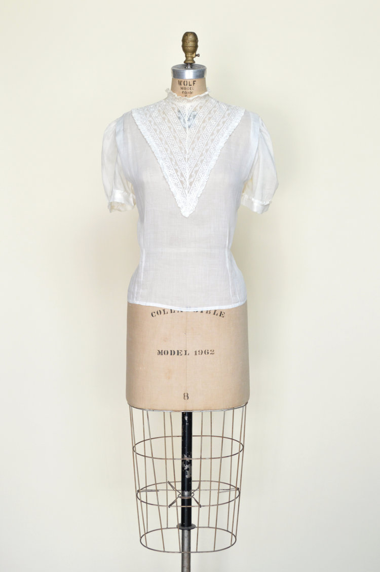 1940s vintage blouse from Dalena Vintage