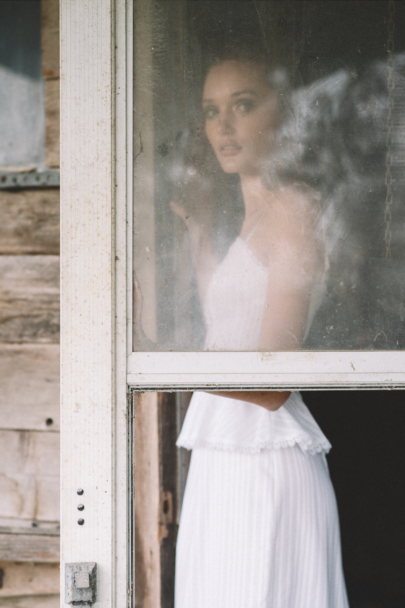 Vintage styling by Leslie Torbett of Dalena Vintage. Photo by Maja Buck.