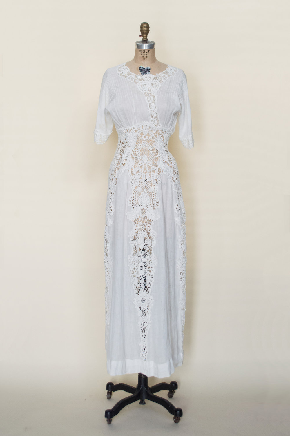 edwardian-cotton-wedding-dress (2 of 5).jpg
