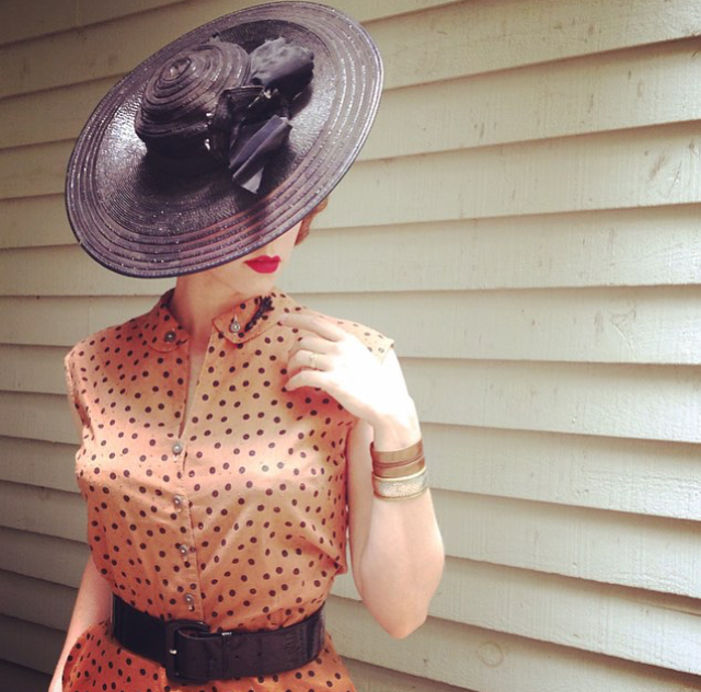 Chatterblossom looking chic in a 1940's polka dot two piece from Dalena Vintage.