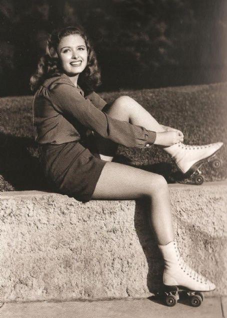 Donna Reed on roller skates