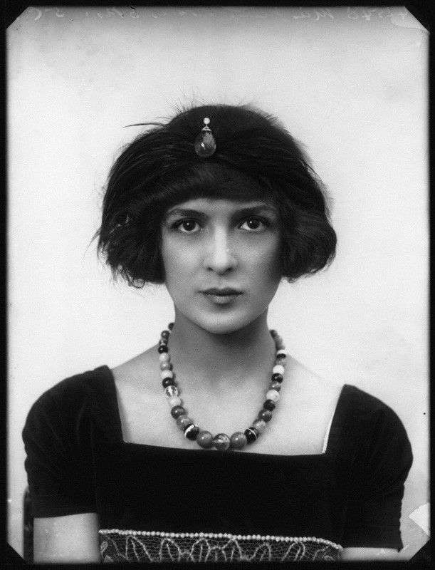 Edwardian beauty, Julia James, photographed by Bassano in 1914.