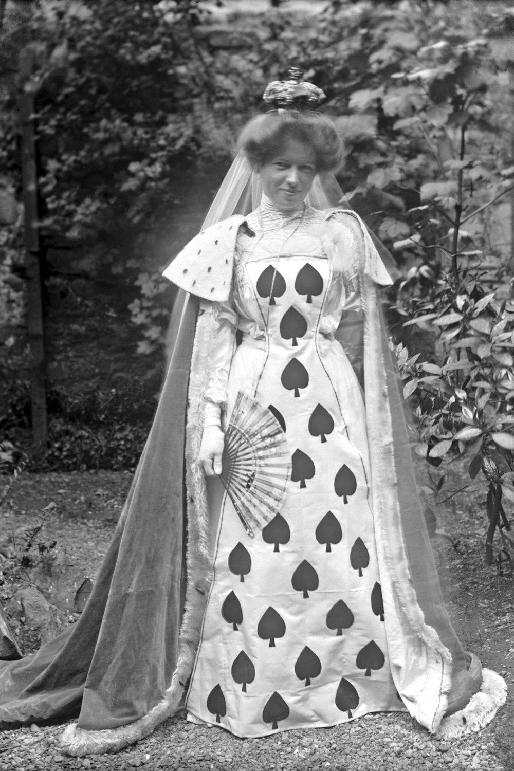 Get inspired with these vintage Halloween costume ideas. How about the Queen of Spades?