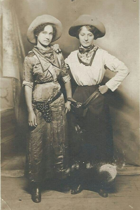 Get inspired with these vintage Halloween costume ideas. How about a turn-of-the-century cowgirl??