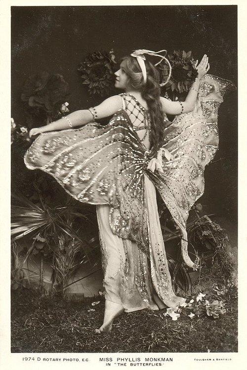 10 Vintage Inspired Halloween Costume Ideas — Vintage Clothing ...