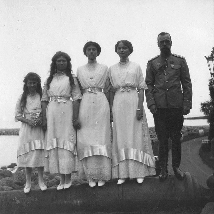 Tsar Nicolas and the Romanov daughters.
