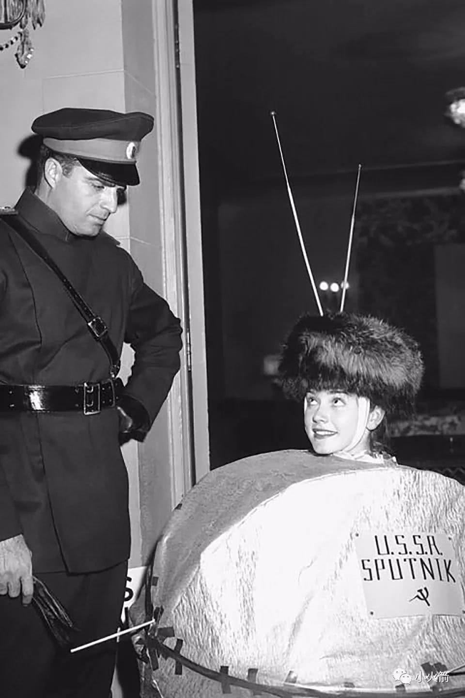 vintage-miss-sputnik-costume-2.jpeg