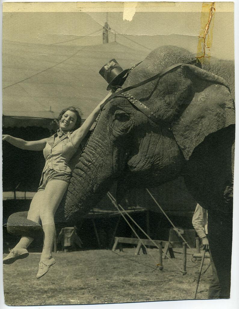 vintage-circus-performer-costume-7.jpg