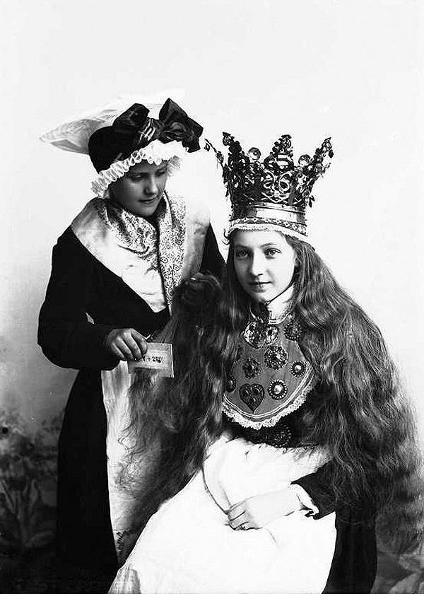 vintage-norwegian-bride-costume-4.jpg