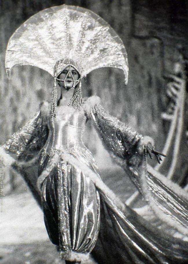 1920s-folies-bergere-costume-3.jpeg