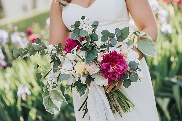 A perfect spring bouquet for the sweetest bride...boho with a touch of prep.  Florals/Design: @herbergereventco Photo: @jessiecaseyphoto