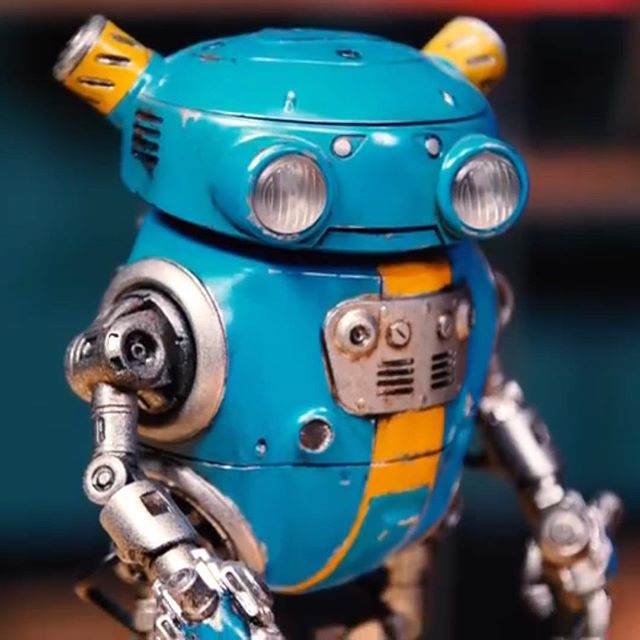 Thrilled to see my little robot Eddie featured on the Tested 2018 Norm's favourite things video!. Thanks @normchan ! . https://youtu.be/aZWcYHvXGMU?t=359 . Some people have asked if I'll be making more of these, but my focus and funds have been going towards other things... Things I've not mentioned yet, so it's unlikely at this stage, but will see what 2019 brings. Thank you everyone, for the support and following in 2018! . . . #modelkits #garagekit #robots #designertoys #makersofinstagram #droid #3dprinting #3dmodeling #sfx #vfx