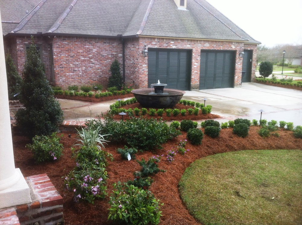 Front Yard with Fountain, Greenscape Design - Baton Rouge, LA