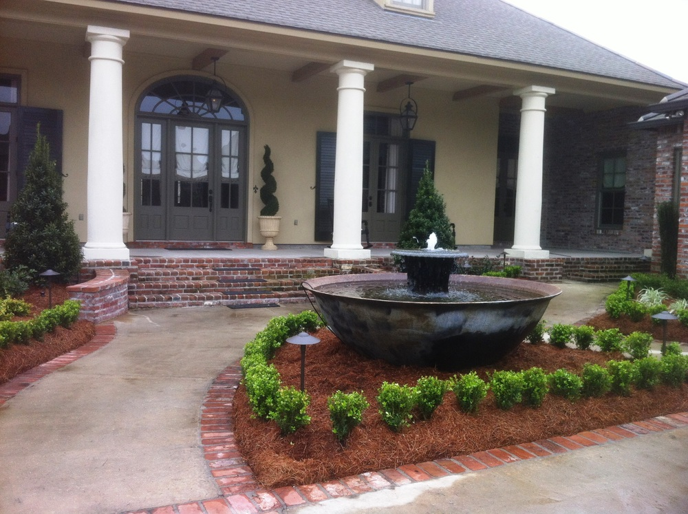 Front Yard Lawn with Fountain, Greenscape Design - Baton Rouge, LA