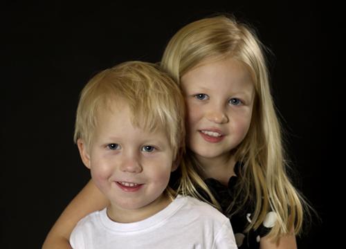 syskonen Possman hos fotograf Anna Zetterström Trosa