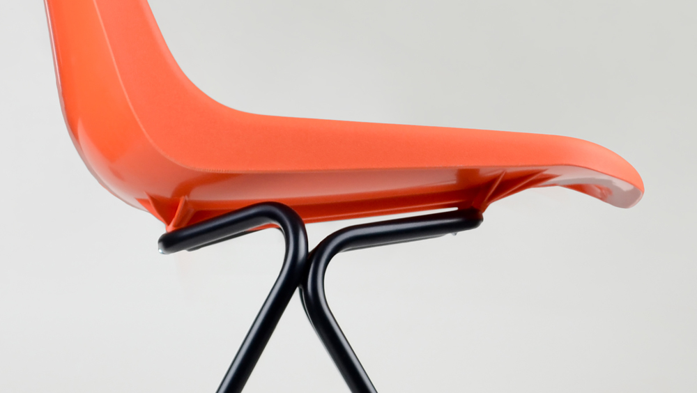 Robin Day polypropylene chair - P5 frame detail