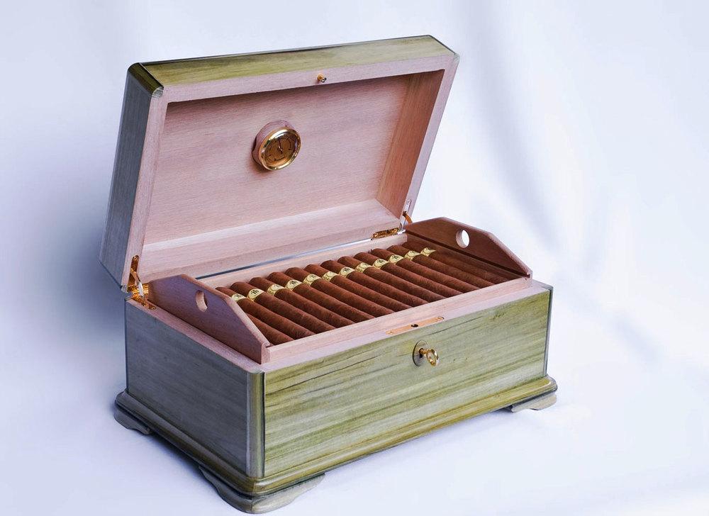Trinidad purolarının 40. yıldönümü için sınırlı sayıda ürettilmiş bir humidor.