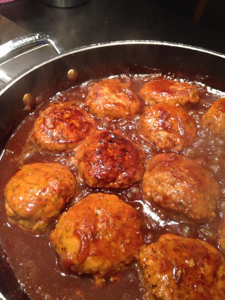 Les boulets en cuisson dans la sauteuse