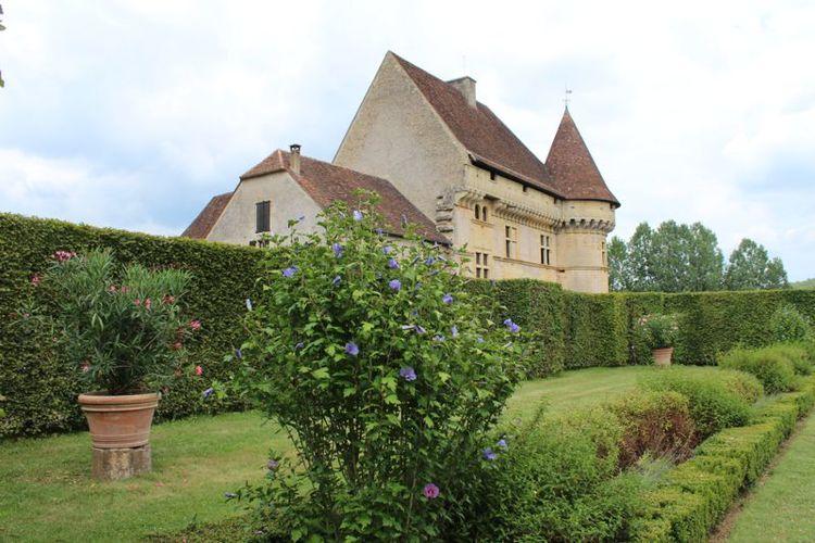 chateau-garden2.jpg