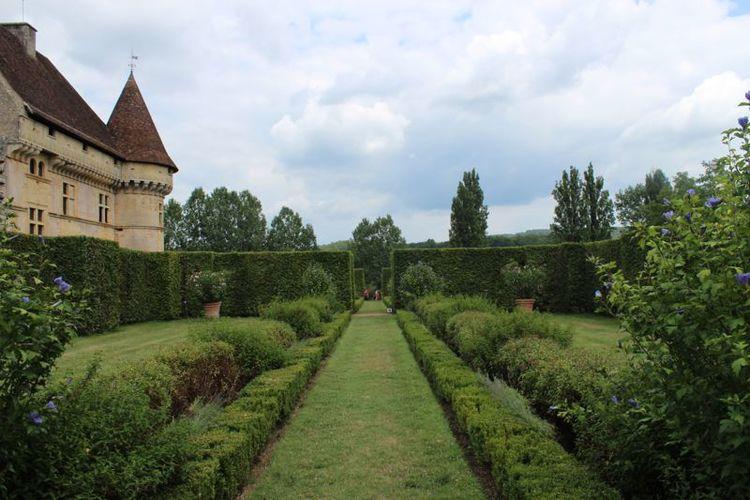 chateau-garden3.jpg