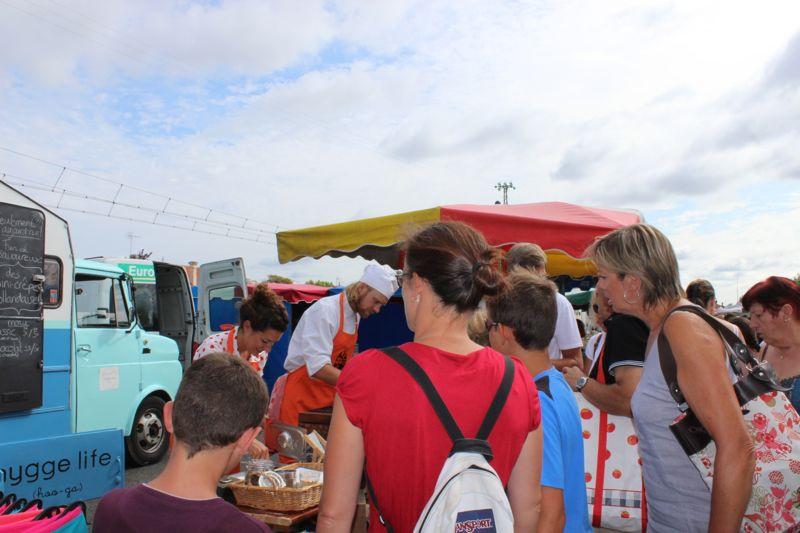 Market-crowd.jpg