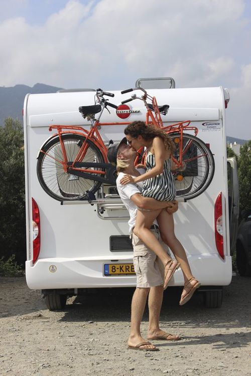 Camper-kiss.jpg