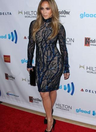 Jennifer-Lopez_-Red-Carpet-2014-GLAAD-Media-Awards--04-320x440.jpg