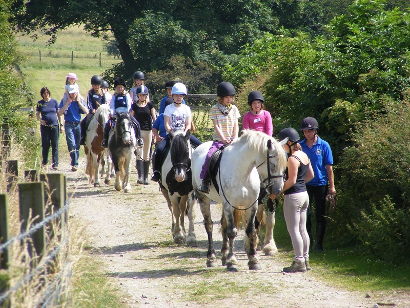peak district explore horse riding trekking derbyshire
